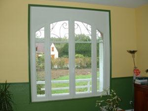 Fenêtre PVC imitation art déco